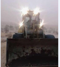 عملية إزالة الأتربة عن الطريق الرابط بين انواكشوط بوتلميت (المصدر: التواصل الاجتماعي)