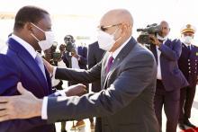 الرئيسان الموريتاني والتوغولي في مطار أم التونسي- المصدر (وما)