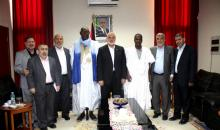 زعيم المعارضة خلال زيارته لوفد حماس
