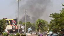 الدخان يتصاعد جراء الهجوم في واغادوغو