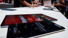 هاتفا سامسونغ الجديدين أثناء عرضهما في نيويورك