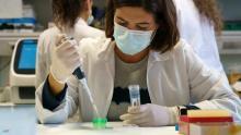يسابق العلماء الزمن لتطوير لقاح فعال لفيروس كورونا.. أرشيفية