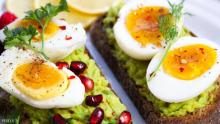 صفار البيض يحتوي على نسبة عالية من الكوليسترول