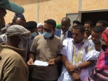 مفوض الأمن الغذائي يقدم مساعدات للمتضررين من الأمطار بأكجوجت ـ (المصدر: الإنترنت)
