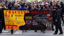 المظاهرات الغاضبة تعود إلى شوارع باريس بعد سنة من الهدوء (رويترز)