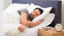 النوم لأقل من ست ساعات يوميا يزيد من خطر الإصابة بالالتهابات (مواقع التواصل)