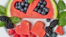 للوقاية من السرطان، يستحسن تناول كوبين ونصف من الفواكه والخضروات يوميا على الأقل (بيكسابي)