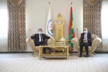 الرئيس الفرنسي إيمانويل ماكرون والرئيس محمد ولد الشيخ الغزواني-(المصدر: وما)