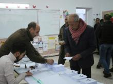 ناخب بدلي بصوته في الانتخابات الجزائرية - (المصدر: وكالات)