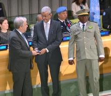 الوفد الموريتاني وهو يتسلم التكريم الأممي