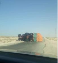 انقلاب شاحنة على طريق نواذيبو (المصدر: ت.إ)